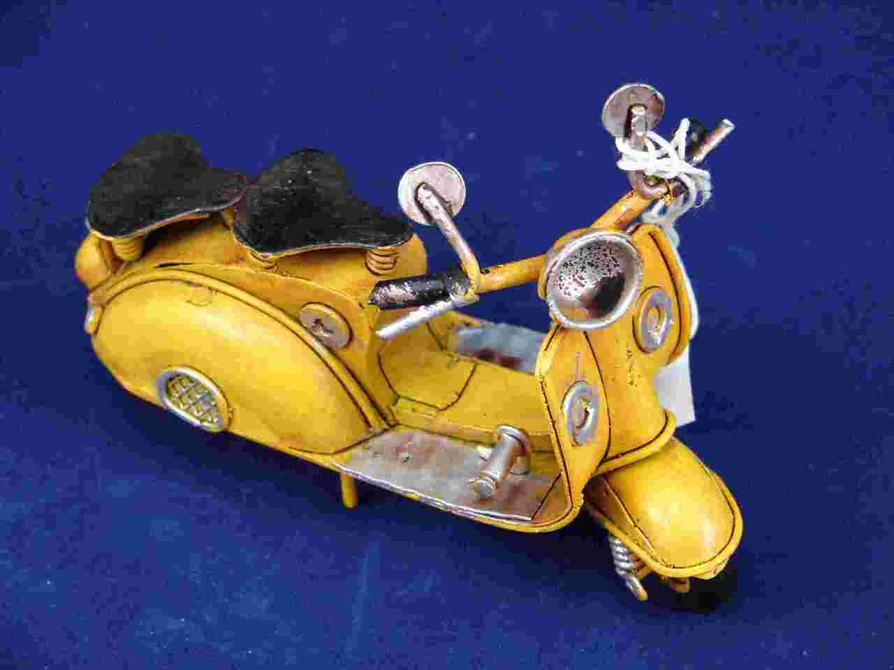 PICCOLO VESPA MODEL – GIALLO