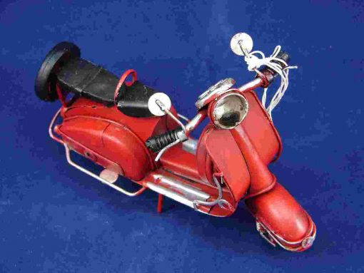 MEDIUM VESPA MODEL - RED